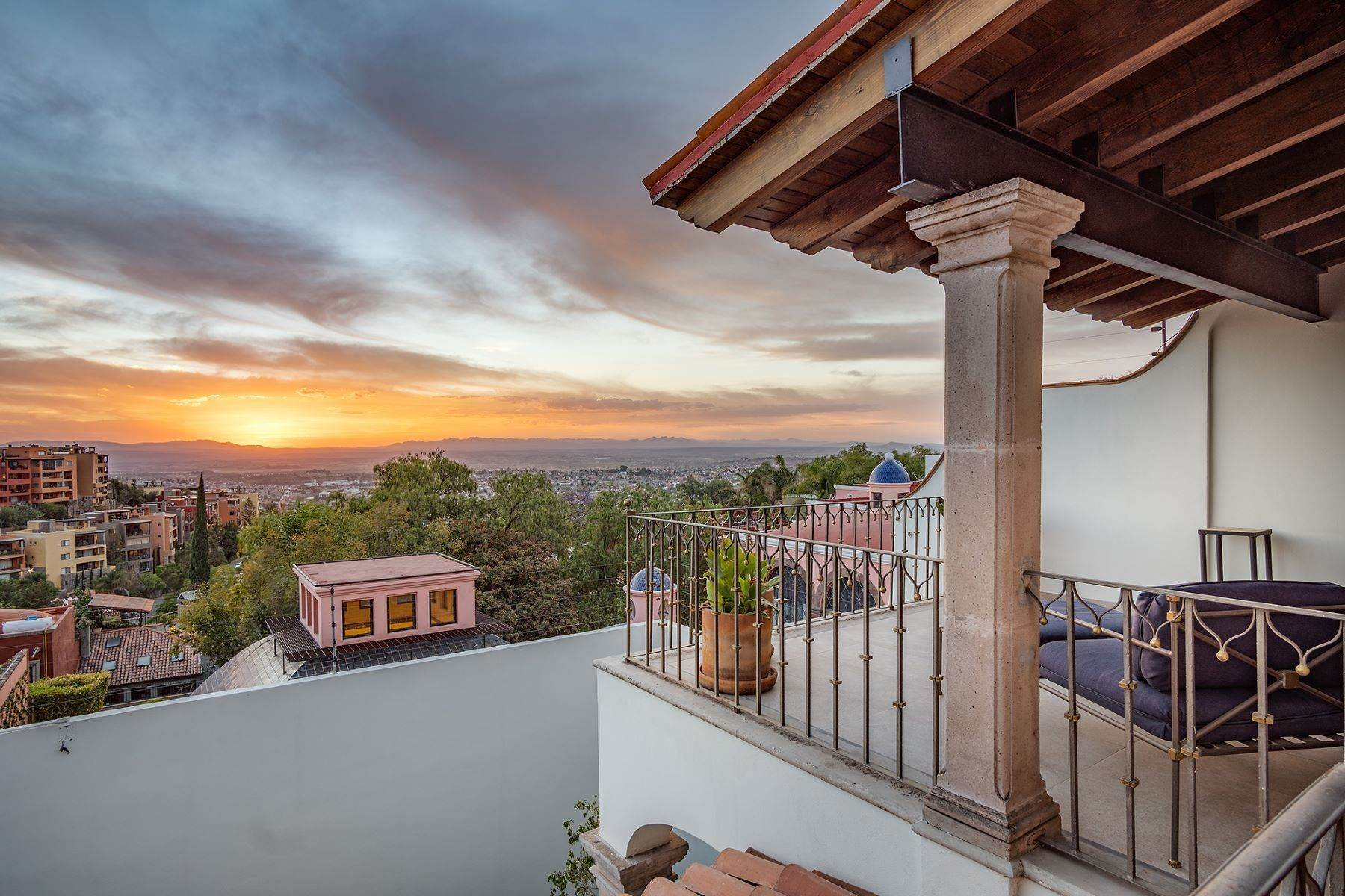 21. Single Family Homes for Sale at Casa que Canta Porton 23 San Miguel De Allende, Guanajuato 37740 Mexico