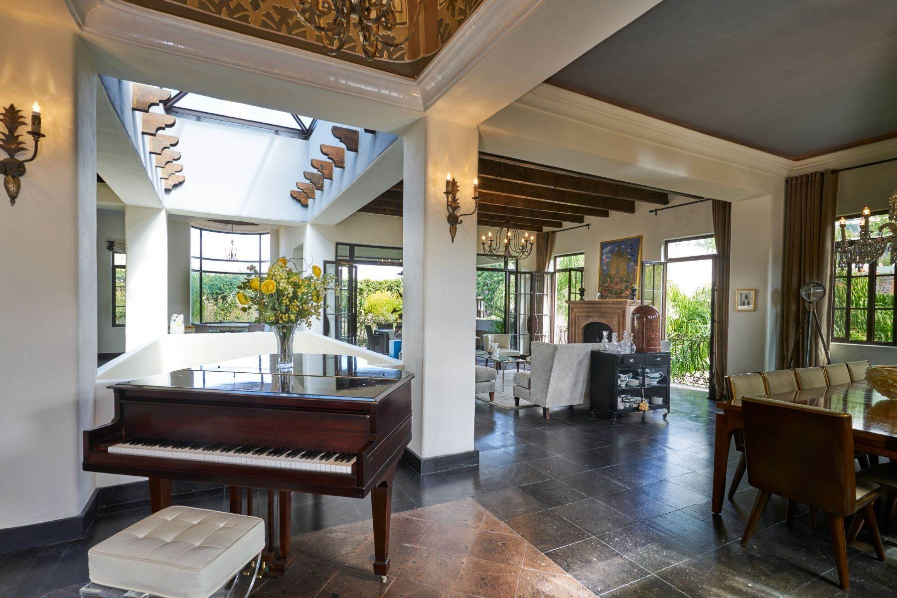 3. Single Family Homes for Sale at Casa Shangri-La Moras 3 B San Miguel De Allende, Guanajuato 37700 Mexico